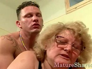 Sexy granny with thick hooters uncovered