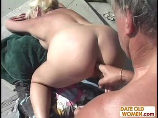Grandma screws in public pool