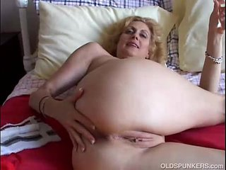 Cougar screws her pussy and ballsack