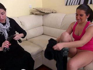 HOT Highly Messy Granny with her gf wanking beaver