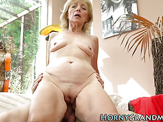 Mature cougar with diminutive tits plowed