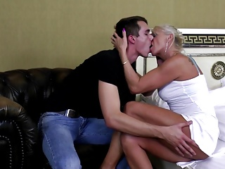 Home boy fucks sweet mature mom