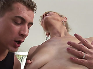 Old sacky woman assfuck screwed in her loose pink hole